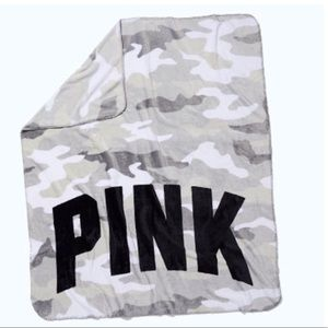 🆕 Victoria Secret Pink Cameo Camo Fleece Blanket